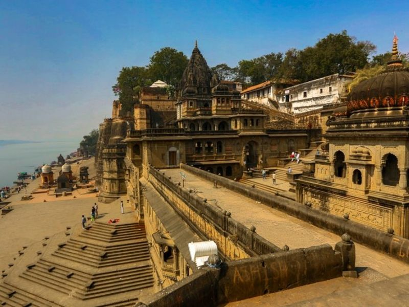 What is the best time to visit Maheshwar?
