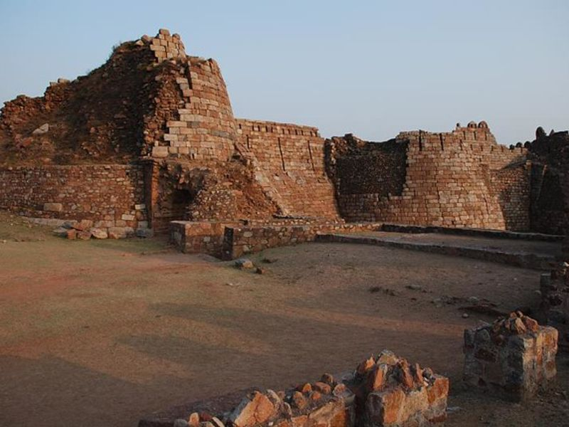 Offbeat Places In Delhi Tughlaqabad Fort