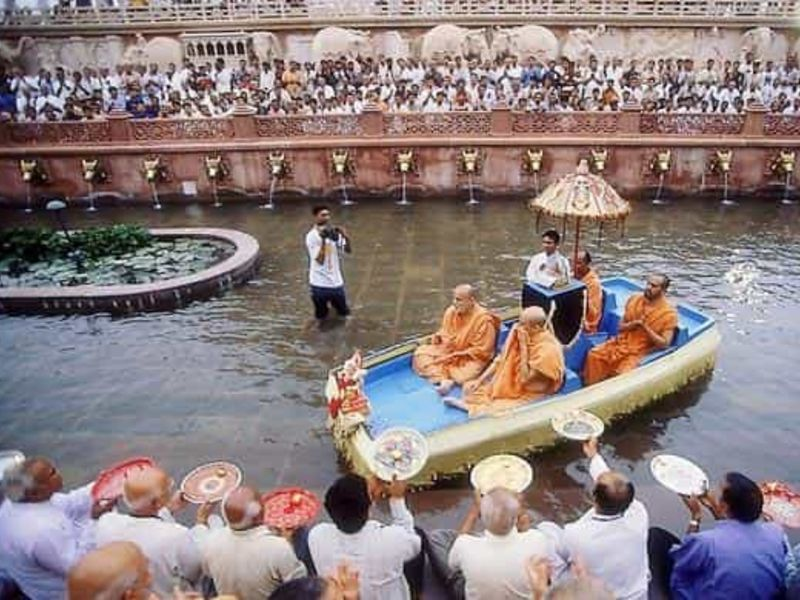 Boat Ride At Akshardham Temple