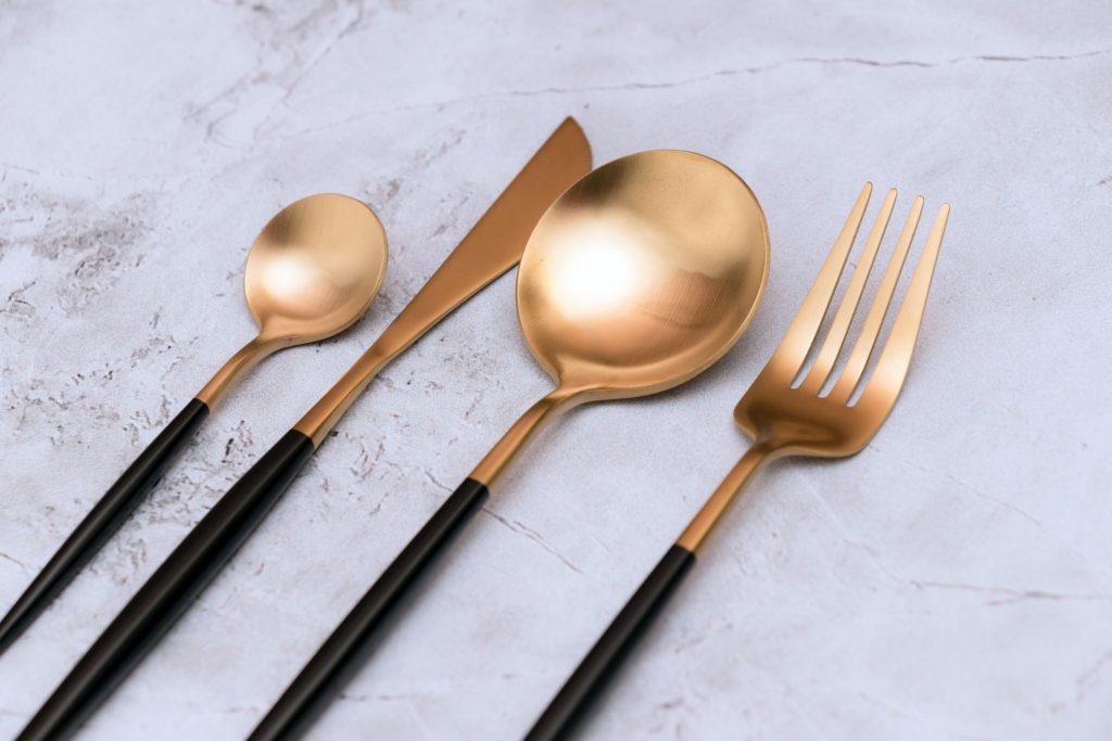 cutlery set, travel hygiene tips